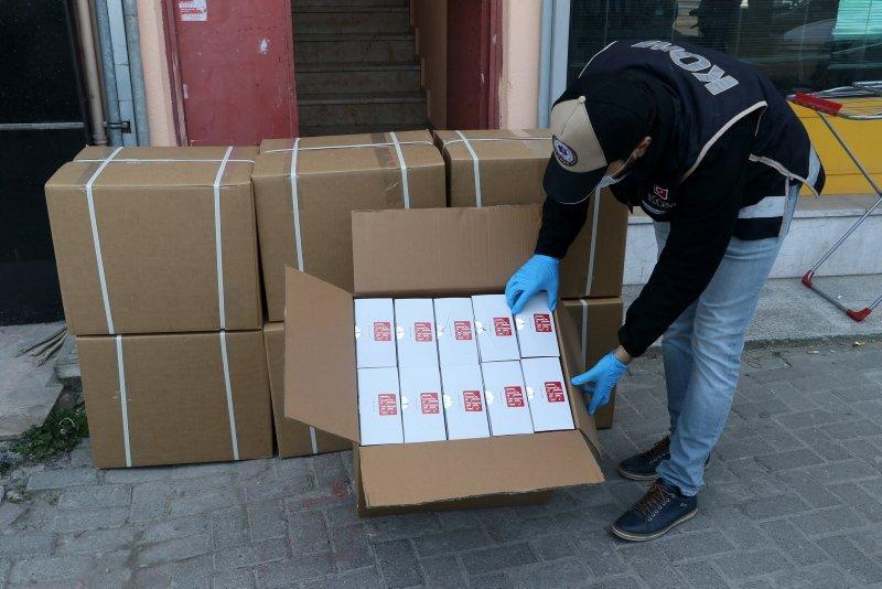 İzmir'de kaçak üretilen dezenfektan ve maskelere el konuldu