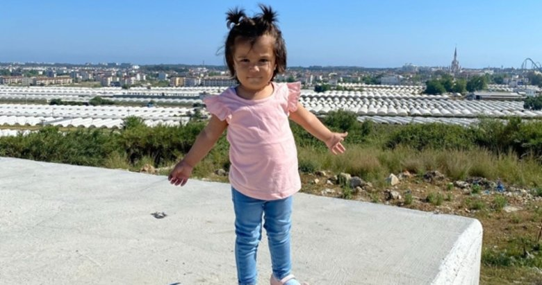 2 yaşındaki Ecrin gözyaşlarıyla son yolculuğuna uğurlandı