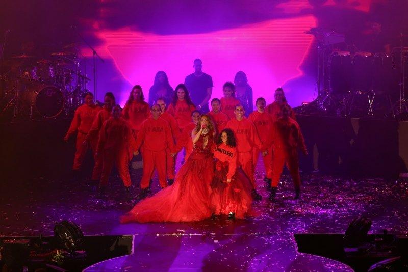 Jennifer Lopez fırtına gibi esti! İşte Antalya'daki konserinden görüntüler...