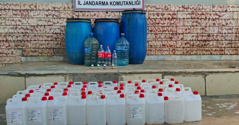 İzmir'de iki ilçede jandarmadan kaçak içki operasyonu