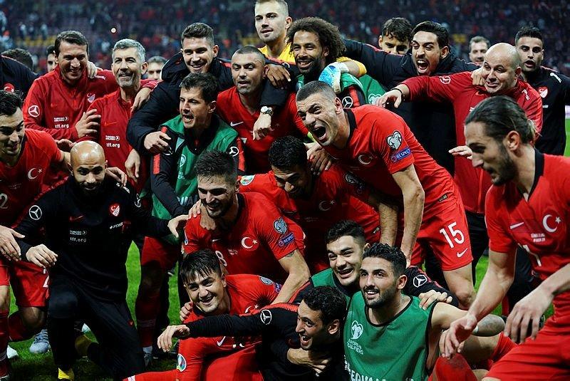 Bu anları hiç göremediniz! İşte Türkiye - İzlanda maçından dikkat çeken anlar...