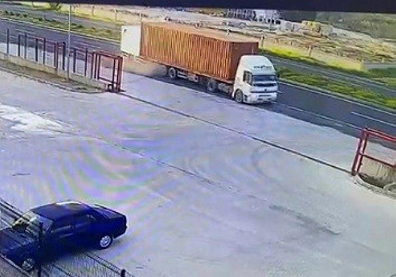 İzmir'de meydana gelen feci kaza kamerada