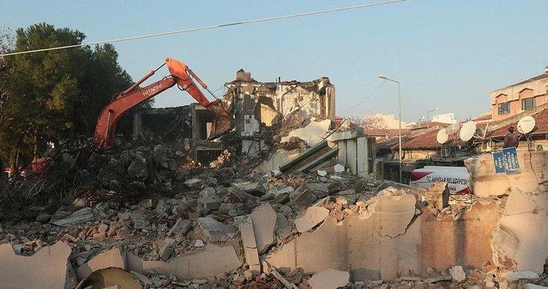 Akhisar'da 60 yıllık eski belediye binası yıkılarak modern yüzüne kavuşacak
