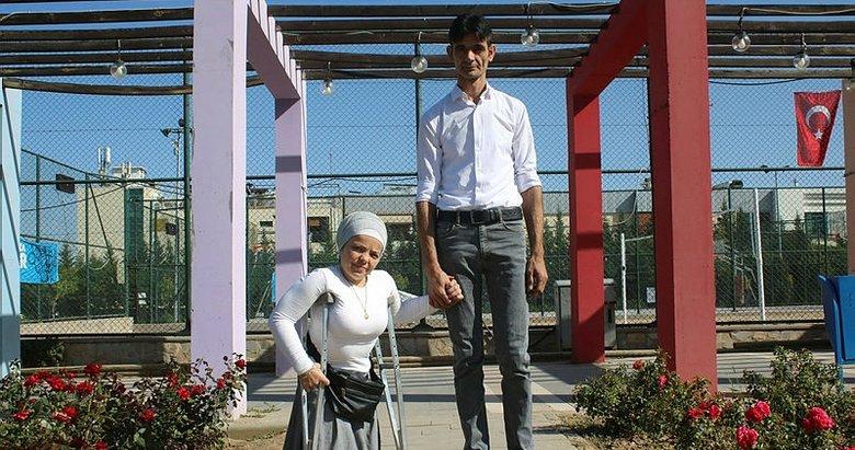 Aralarındaki 83 santimetrelik boy farkı aşklarına engel olamadı