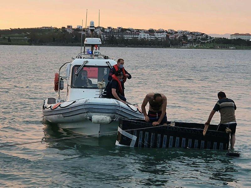 Akıntıya kapılan iki kafadarı Sahil Güvenlik kurtardı