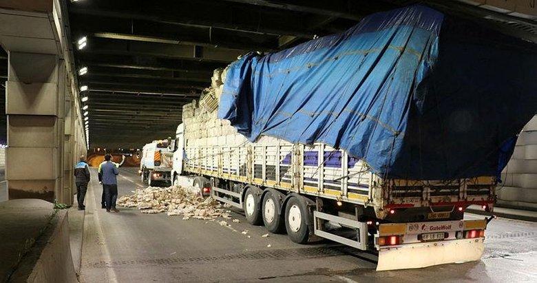 İzmir'de akılalmaz kaza! TIR, alt geçitte sıkıştı