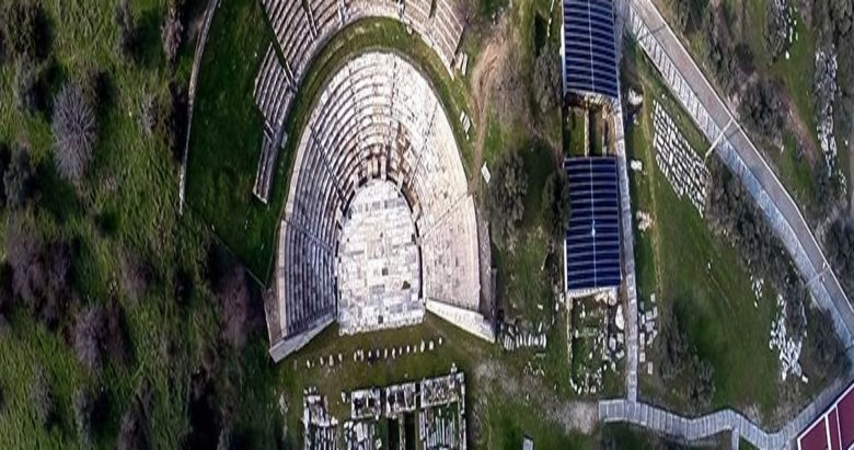 İzmir Metropolis Antik Kentinde oda mezarlar bulundu