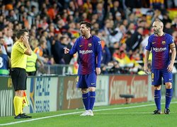 Valencia - Barcelona maçında hakem skandalı!