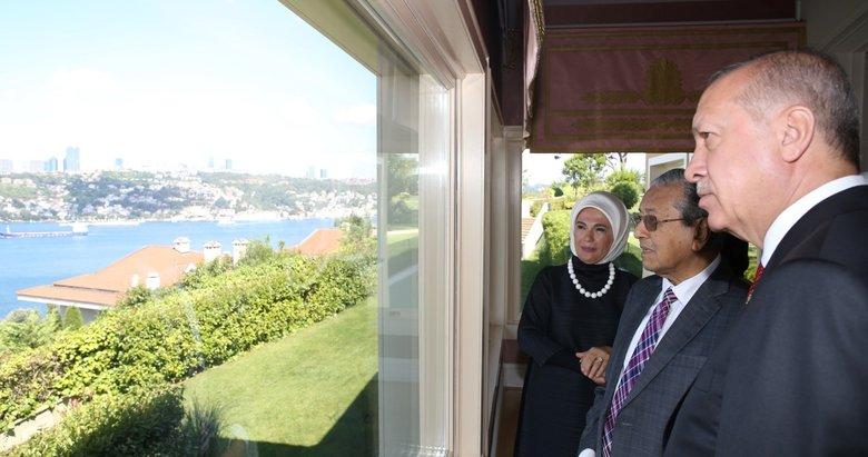 Vahdettin Köşkü'nde dikkat çeken anlar! Başkan Erdoğan, Mahathir ile kahvaltıda buluştu