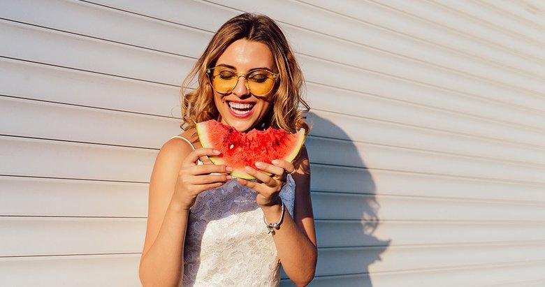 Pürüzsüz cildin sırrı karpuz ve domates