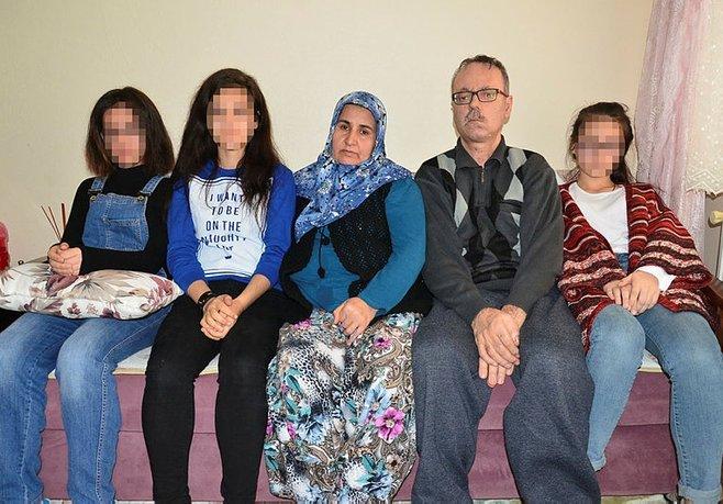 Baba ve 3 kızı aynı hastalıkla savaşıyor