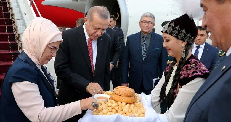 Başkan Erdoğan Kırgızistanda resmi törenle karşılandı