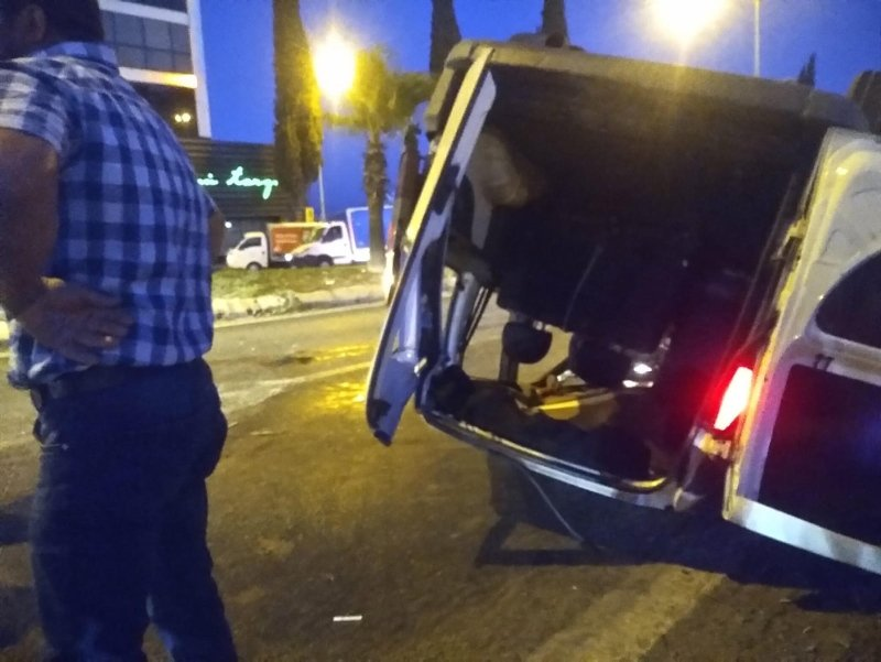 İzmir Torbalı'da feci kaza: 3 yaşındaki çocuk camdan fırladı