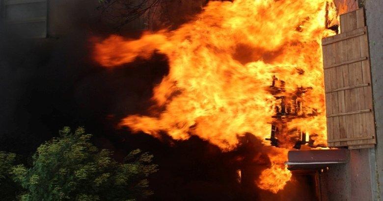 Ödemiş'te depo yangını: 7 kişi dumandan etkilendi