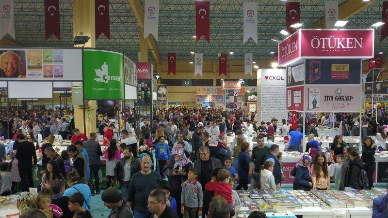 Denizli'de kitap fuarını 320 bin kişi ziyaret etti
