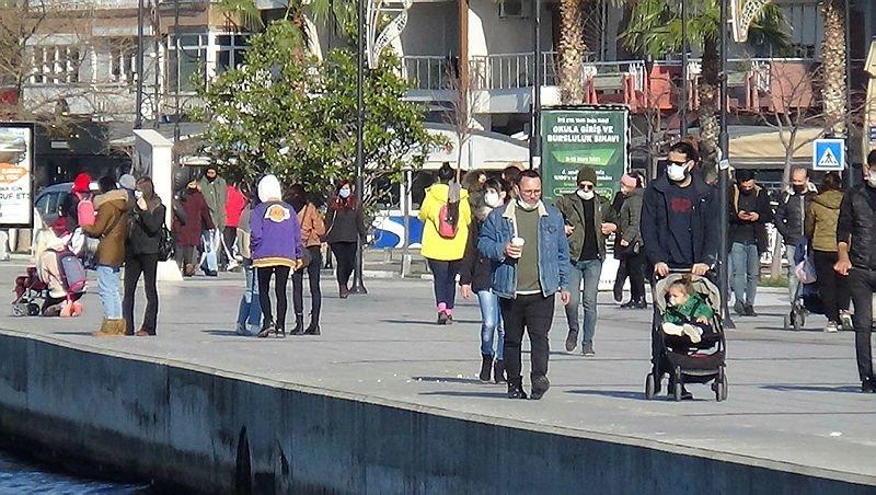 Vaka artışına rağmen Çanakkale'de caddeler dolup, taştı
