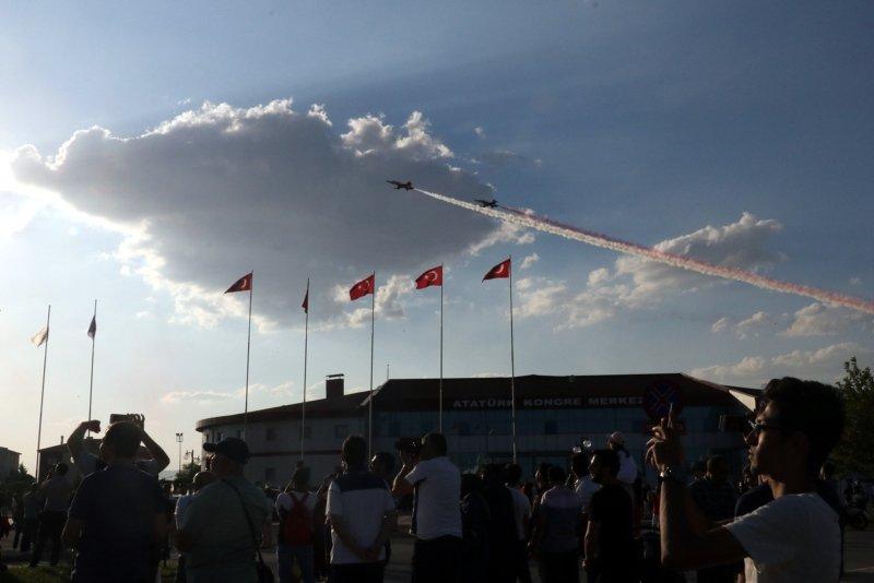 Afyonkarahisar'da Türk Yıldızları nefesleri kesti! Herkes telefonuna sarıldı