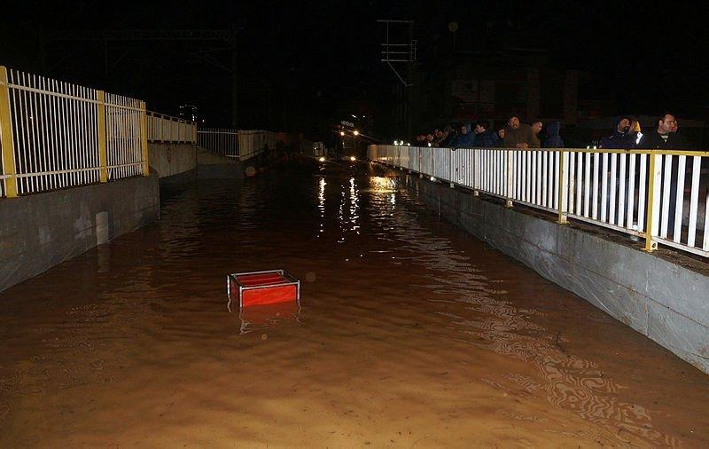 Ege'de sel ve fırtına hayatı felç etti! Ege hava durumu raporu