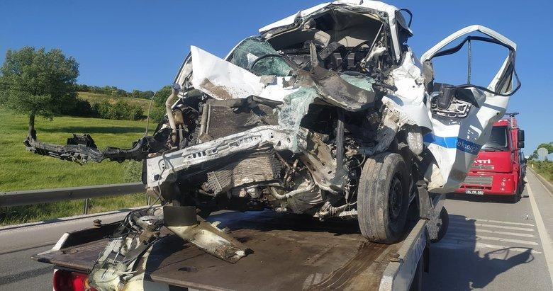 Uşak'ta zincirleme trafk kazası: 1'i ağır 4 yaralı