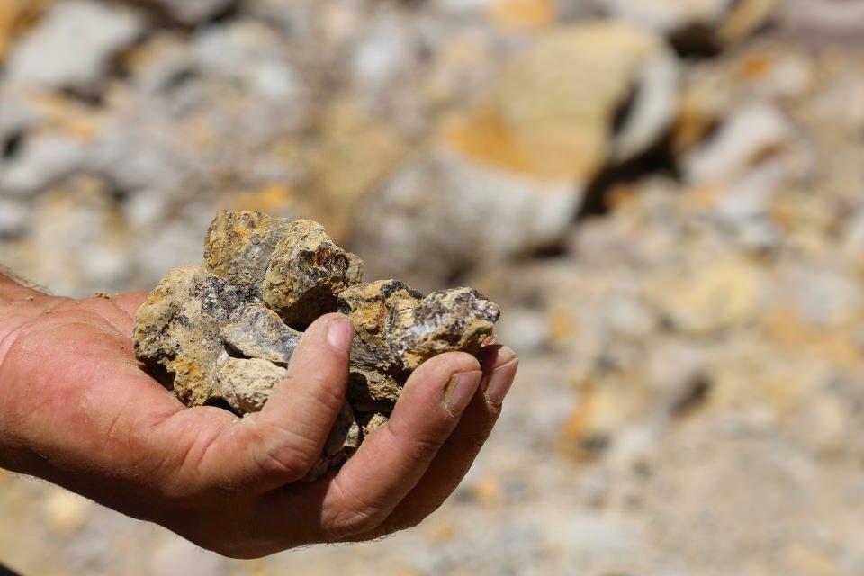 Yıllardır çıra ve kömür olarak kullandıkları şey bakın ne çıktı
