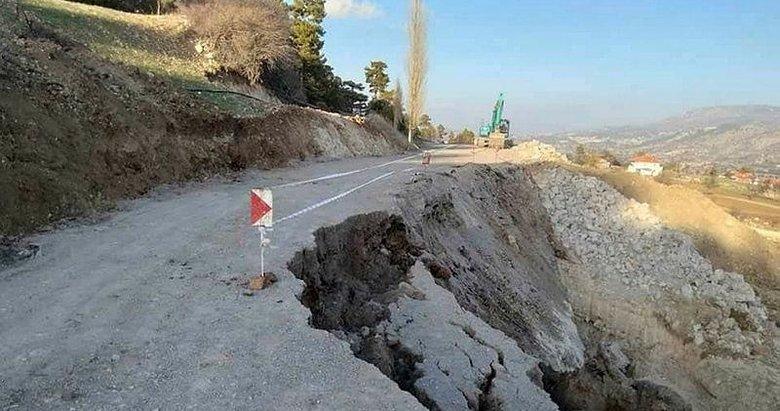 Denizli'de 2 mahalleyi bağlayan yol, çöktü