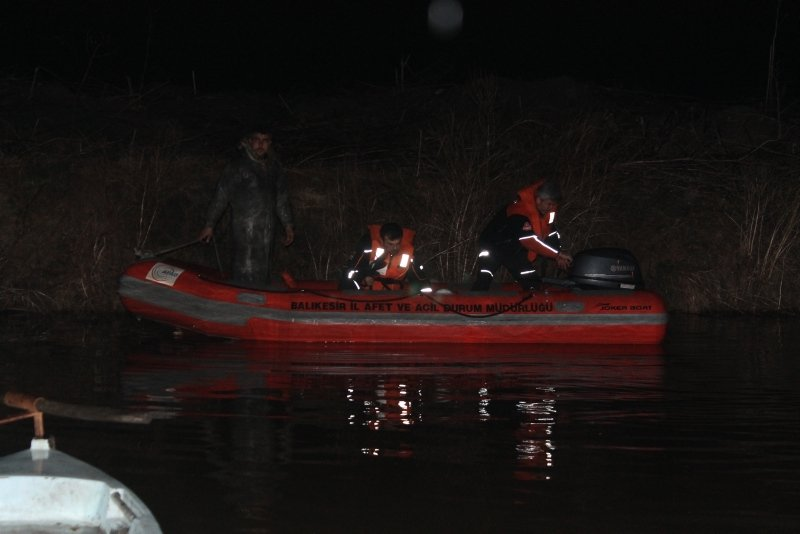 Balık tutmak için göle açılan kişi kayboldu