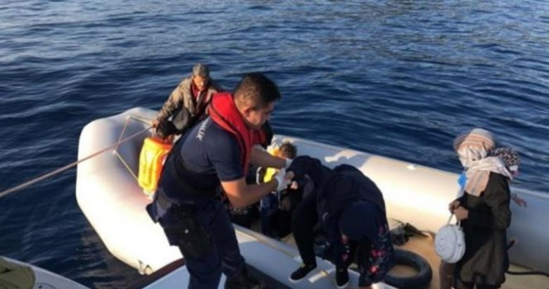 Çeşme'de 22 göçmen ölüme yolculukta yakalandı