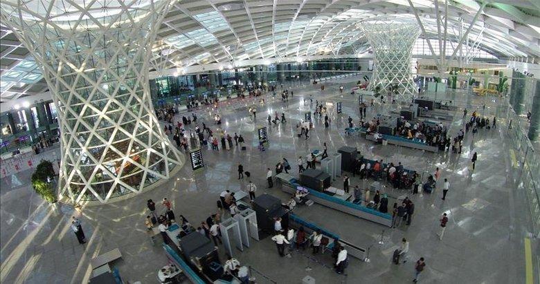 İzmir Adnan Menderes Havalimanı'nda uçuşlar başarıyla başladı