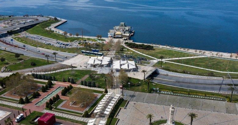 İzmir'de iki ayrı manzara! Pazarlar doldu meydanlar boş kaldı