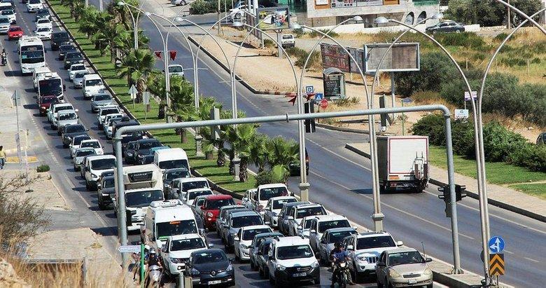 Bodrum'da trafik durdu, sahiller doldu