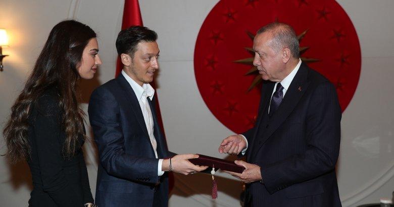 Başkan Erdoğan, Mesut Özil ve nişanlısı Amine Gülşe'yi kabul etti