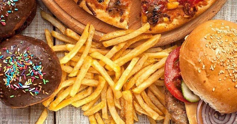 Her gün severek tükettiğimiz bu besinlere dikkat! Beyne zarar veren besinler listesi açıklandı!