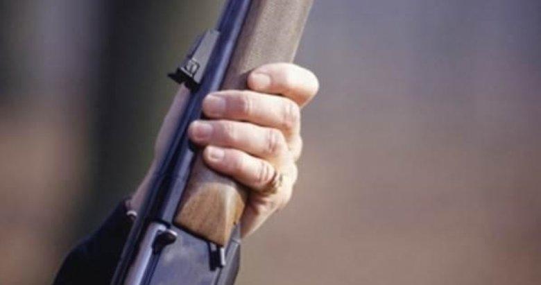 Evinde av tüfeğiyle intihar etti