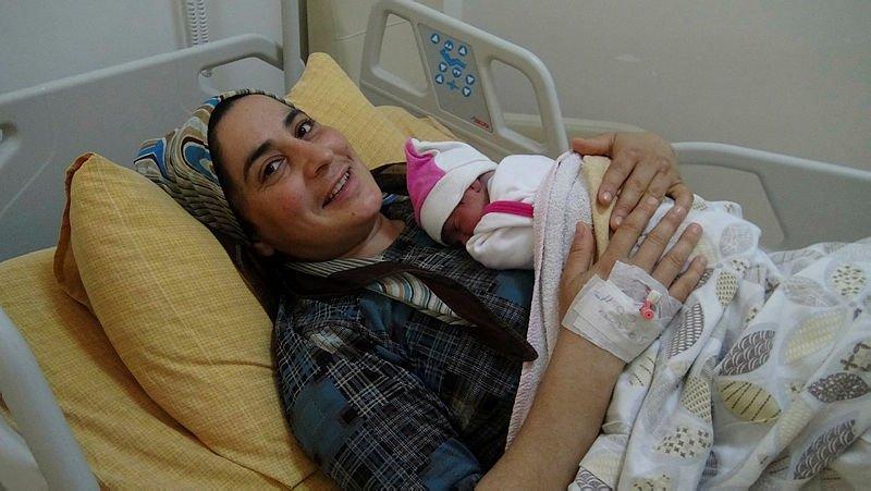 112 acil servis görevlileri anne ve bebeğin hayatını kurtardı