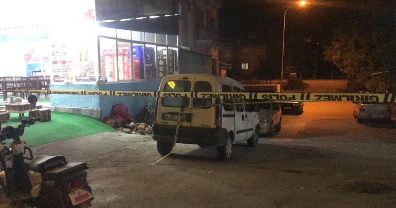 Uşak'ta kahvehanede dehşet anları! Silahlı kavgada 2 kişi yaralandı
