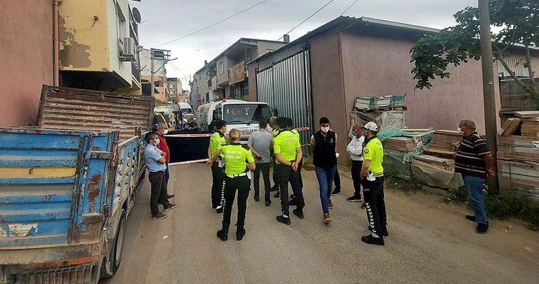 İzmir'de yaşlı adamın acı sonu! Çöp kamyonunun altında can verdi