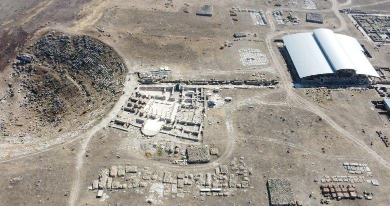 Denizli'deki Laodikya Antik Kenti'nde bulunan kiliseli ev gün yüzüne çıkarıldı