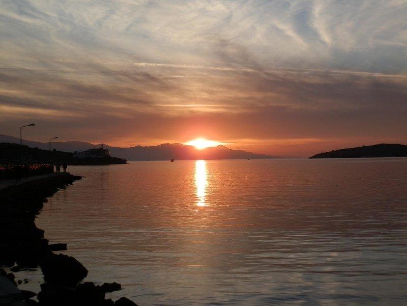 Foça'da günbatımı güzelliği