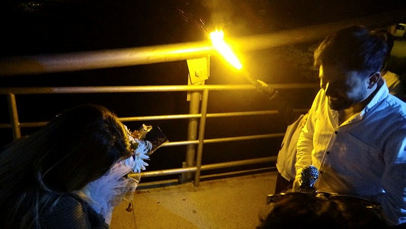 Balıkesir'de tanıştıkları köprüde evlenme teklif etti