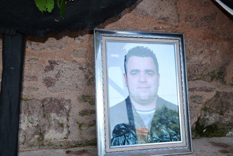 Cesedi 12 gün sonra kayalıklara vuran balıkçı toprağa verildi