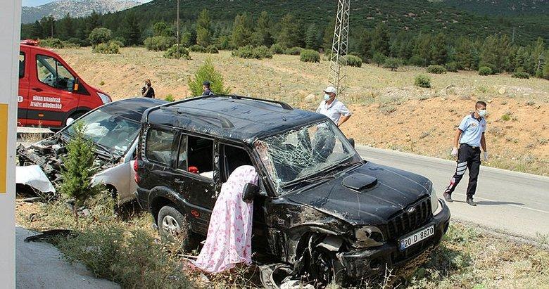 Köyün girişinde ciple otomobil çarpıştı: 1 ölü, 2 yaralı