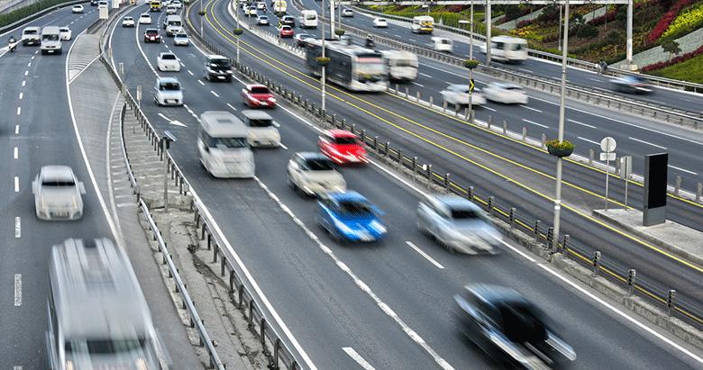 Plakasız trafiğe çıkan sürücüye 2 bin TL ceza
