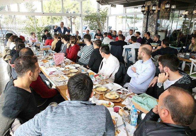 Karşıyaka'ya Belediye Başkanı Hüseyin Mutlu Akpınar'dan moral geldi.