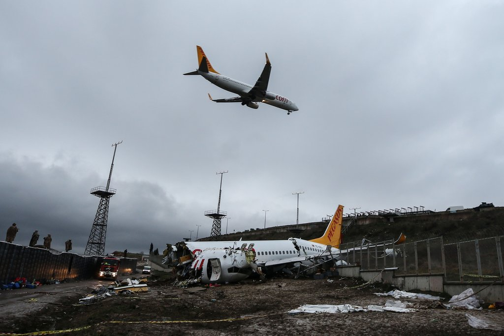 Sabiha Gökçen'deki uçak kazasından kareler