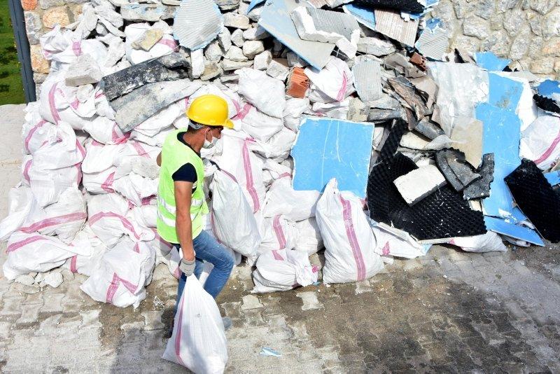 Yılmaz Özdil'in kaçak villasında yıkım sürüyor! Yapının önündeki yığınlar dikkat çekti