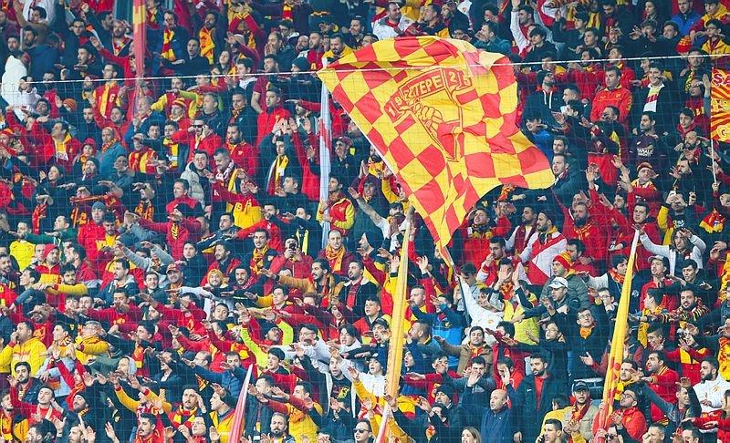 İzmir'de Göztepe - Beşiktaş maçında herkesi şoke eden görüntü!