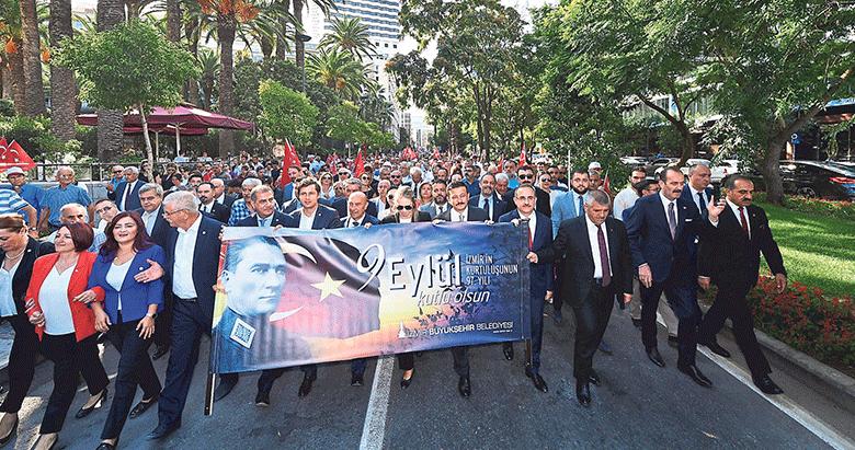 İzmir'in kurtuluşu omuz omuza kutlandı
