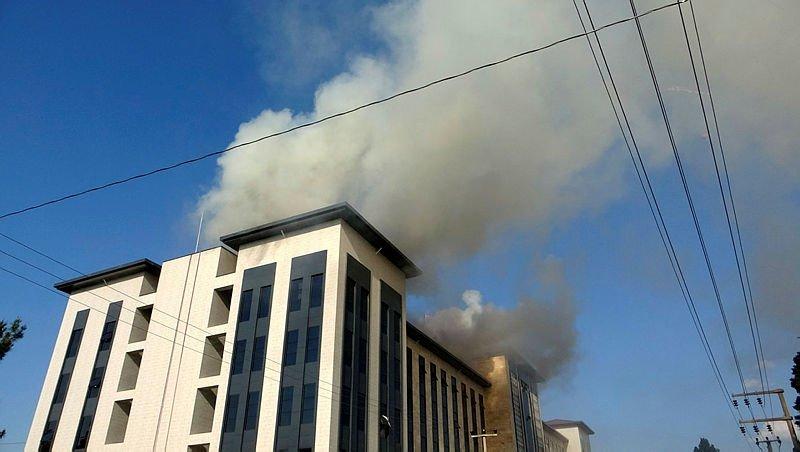 Çanakkale'de yeni emniyet binası inşaatının çatısında yangın