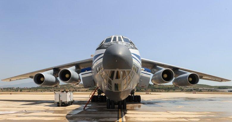 Yangınlara destek veren Rus uçakları İzmir'de yakıt ikmali yaptı