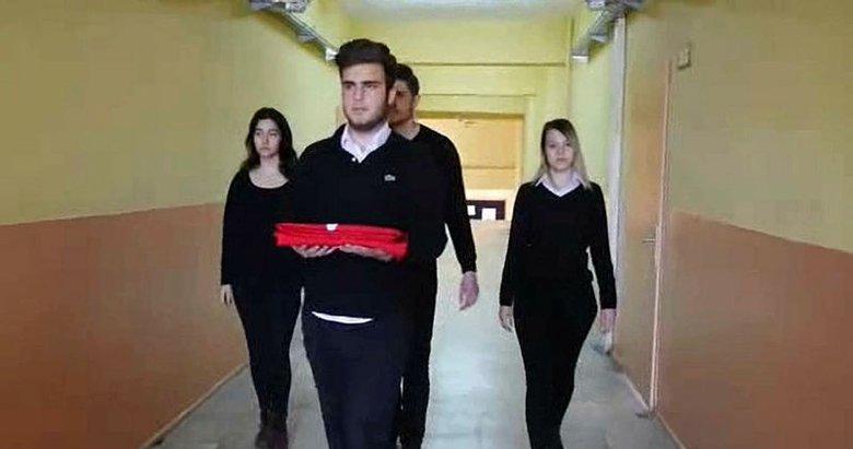 Bergamalı öğrencilerden Afrin klibi